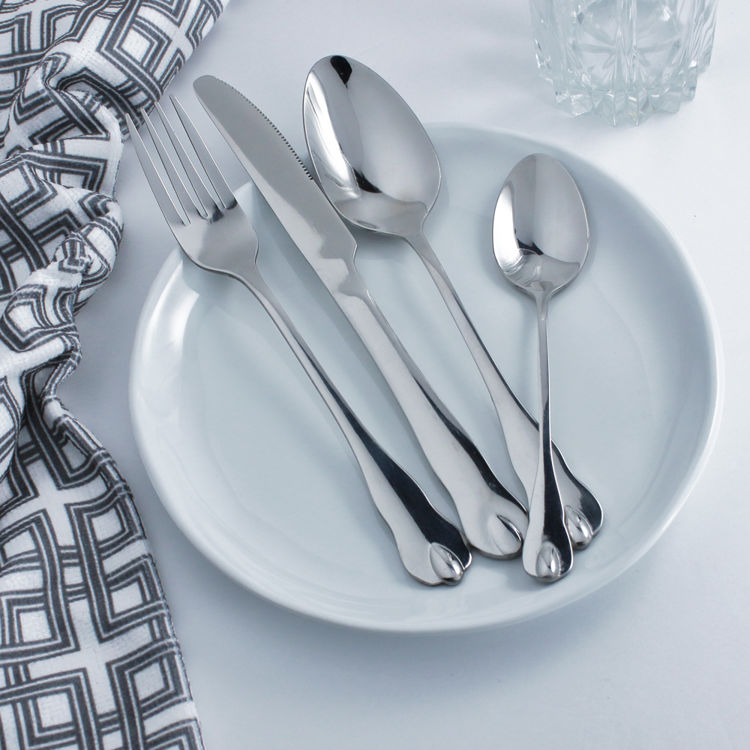 Reflective silver flatware - cutlery - stainless steel - set	on place plate